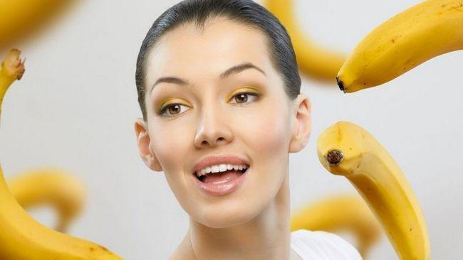 Банани і дівчина