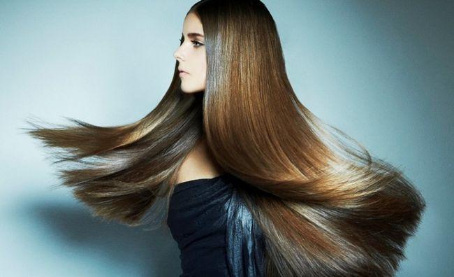 Дівчина з красивими густим волоссям