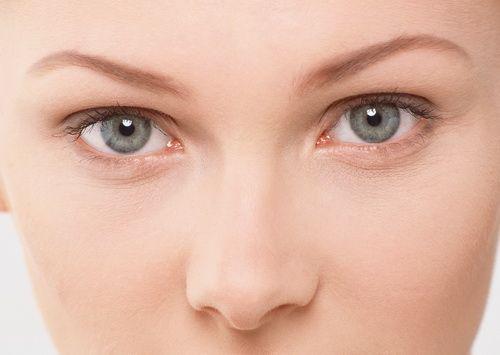 Як прибрати гусячі лапки навколо очей?