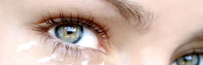 Як ефективно замаскувати темні кола під очима