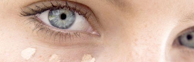 Які консілери від темних кіл під очима вважаються найкращими