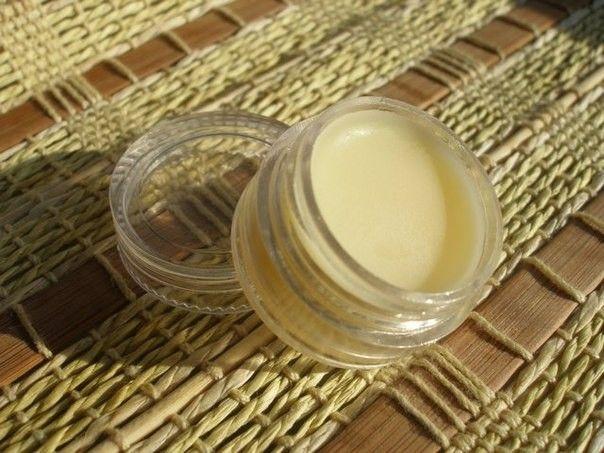 Домашній бальзам для губ з кокосовим маслом