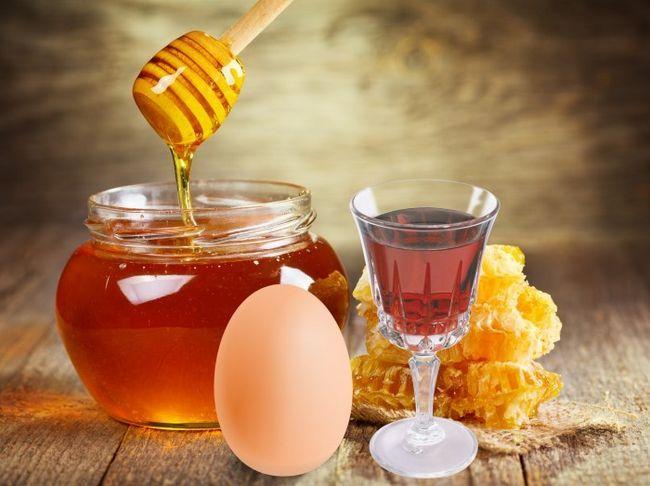 Коньяк, мед і яйце