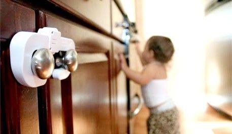 Подбайте про безпеку маленьких дітей вдома