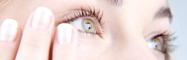Причини появи мішків під очима у жінок