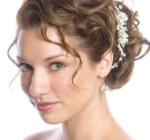 Романтична весільна зачіска